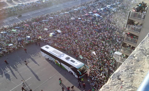 Llegada del autobús del Elche al Martínez-Valero
